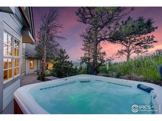 Enjoy mountain living luxury properties