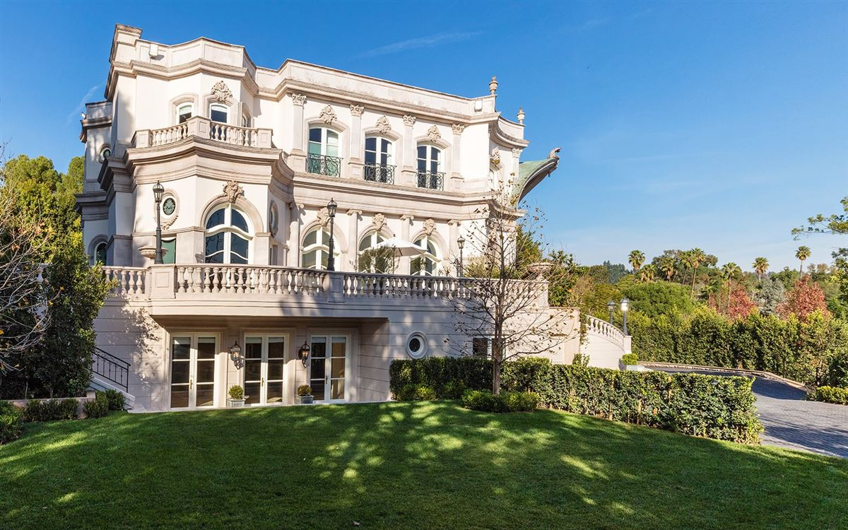 Mansions exquisite European architectural styles