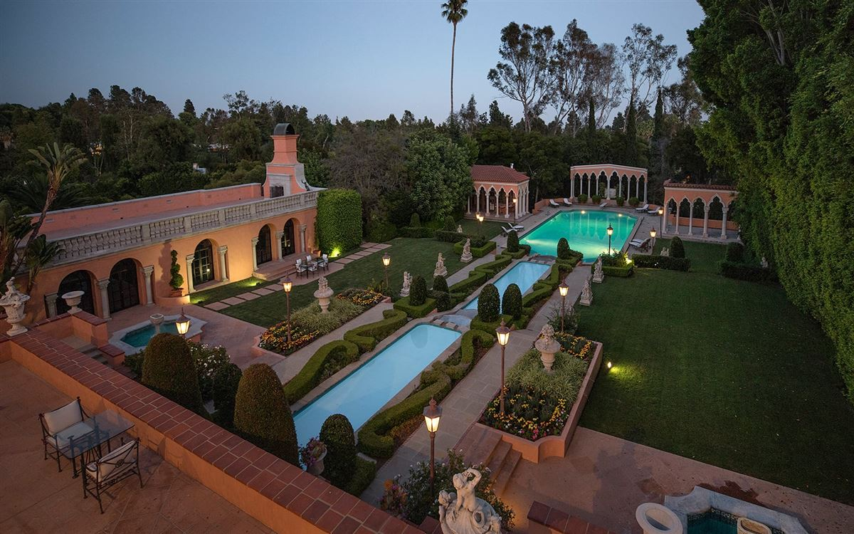 The Beverly House luxury properties
