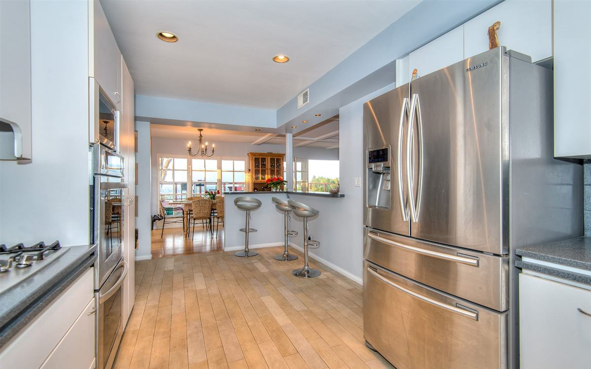 view property in the hills of Studio City luxury homes
