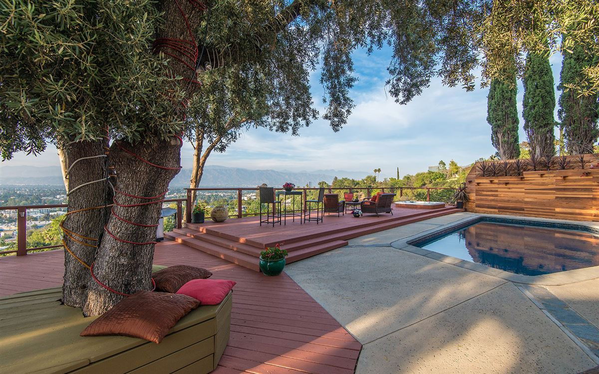 view property in the hills of Studio City mansions