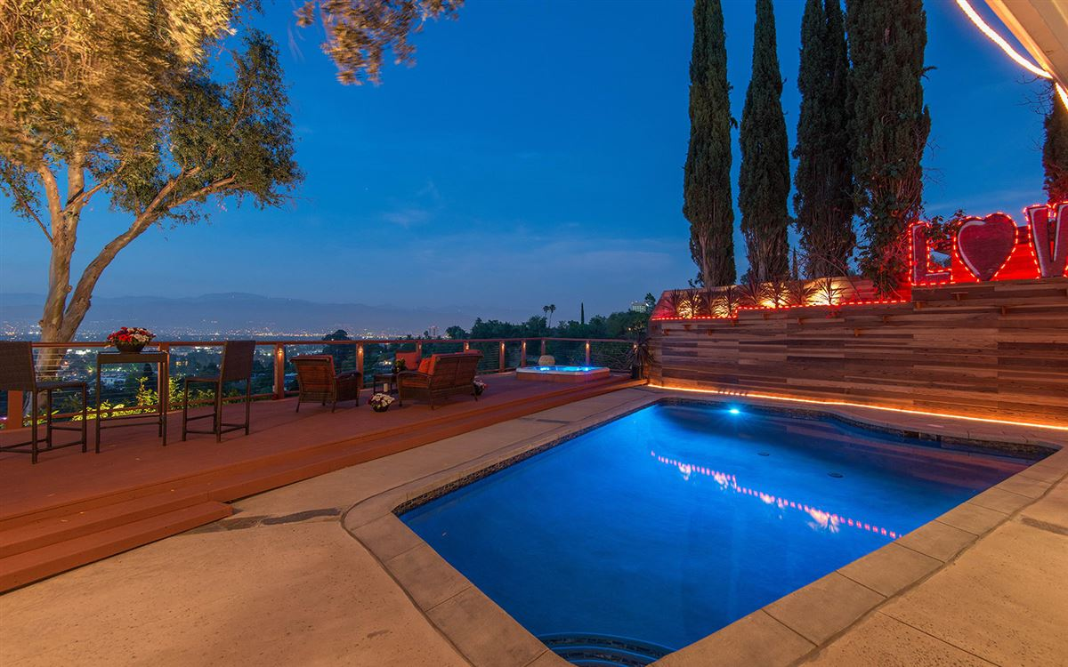 view property in the hills of Studio City luxury real estate