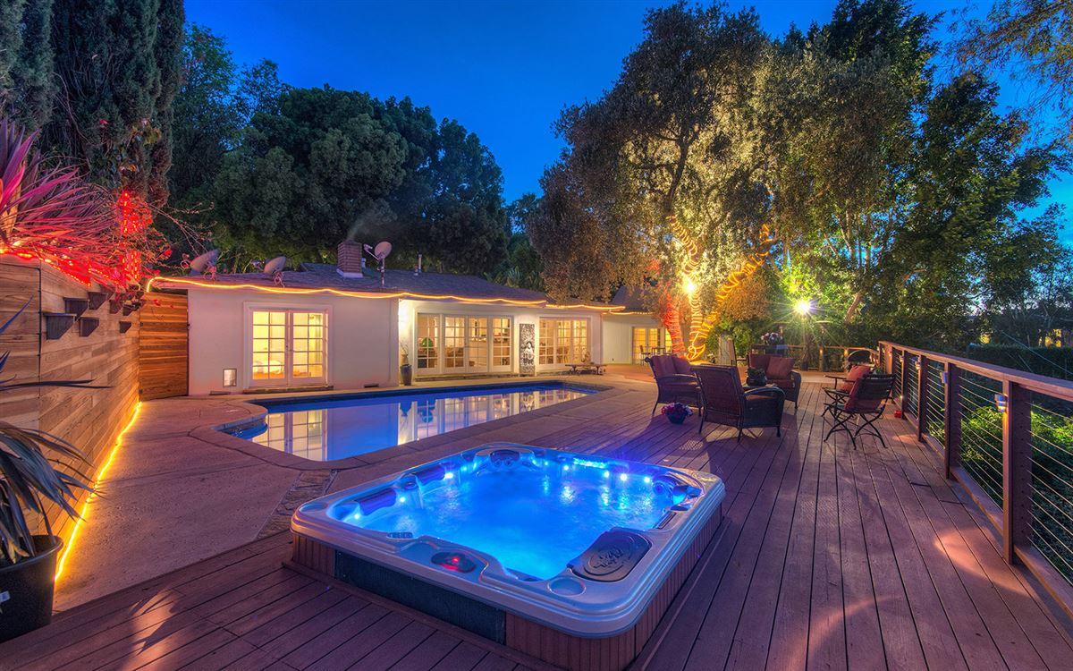 Luxury properties view property in the hills of Studio City