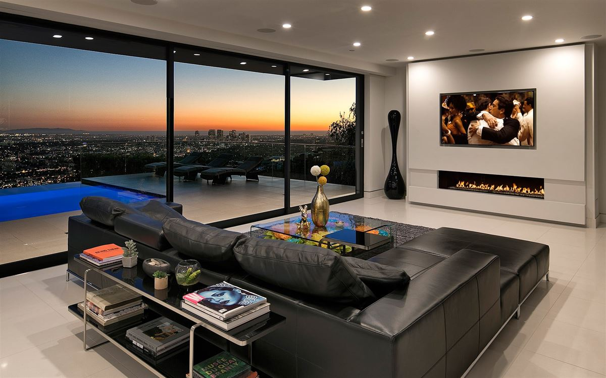 Luxury homes modern smart home with spectacular views
