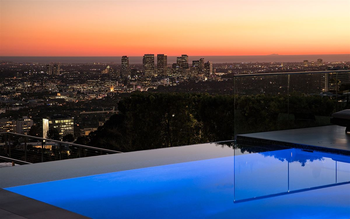 Luxury homes in modern smart home with spectacular views