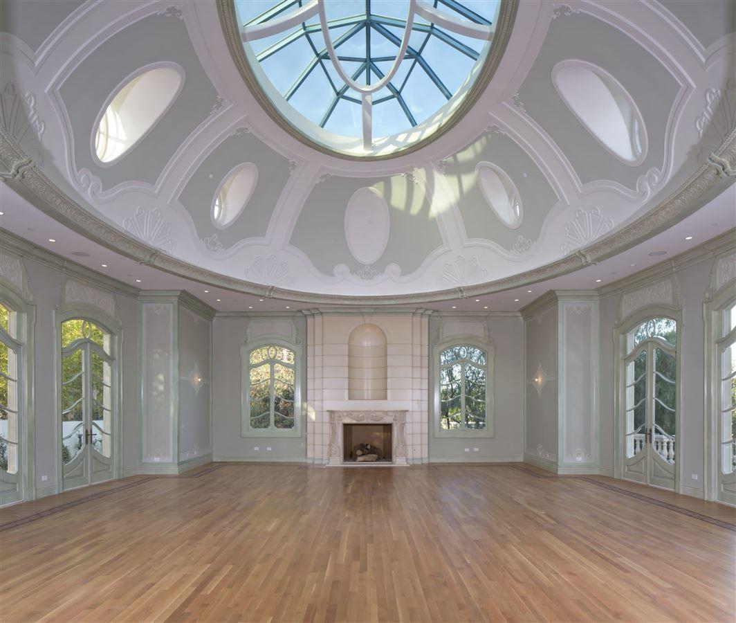 Luxury properties An estate of incomparable grandeur and palatial elegance