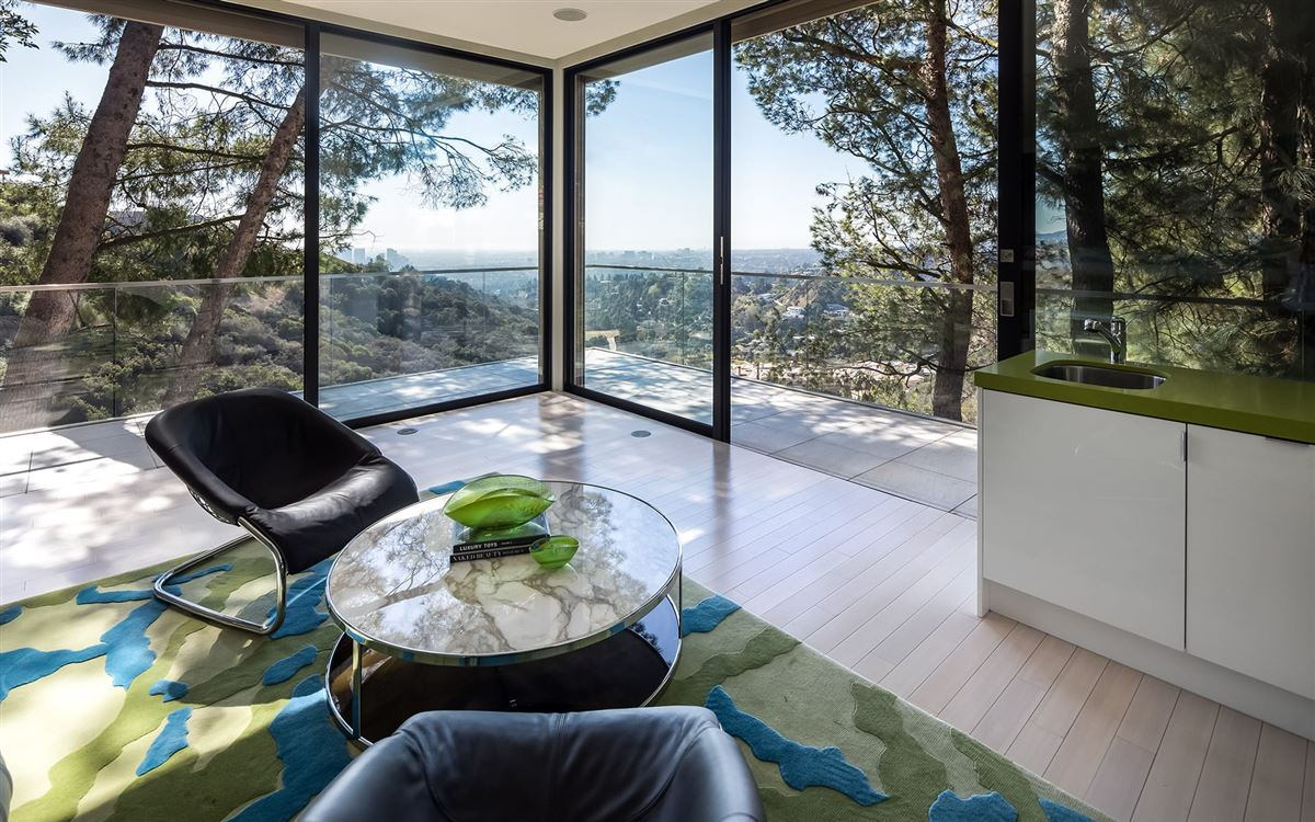 Luxury homes a Beverly Hills Mountaintop Estate