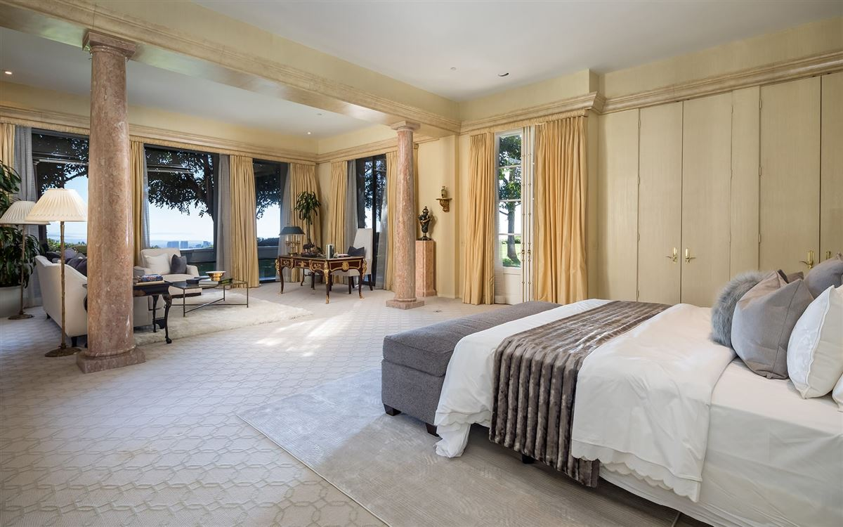 Luxury properties a Beverly Hills Mountaintop Estate