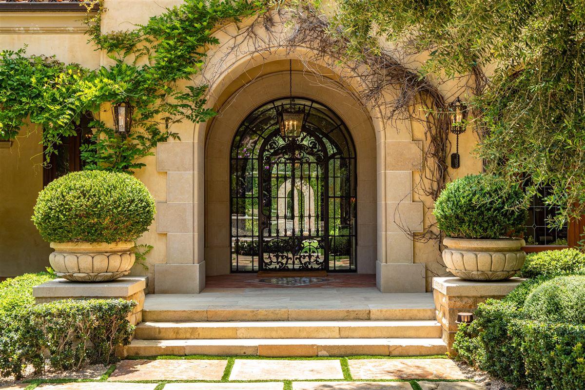 Luxury homes The Mapleton Villa