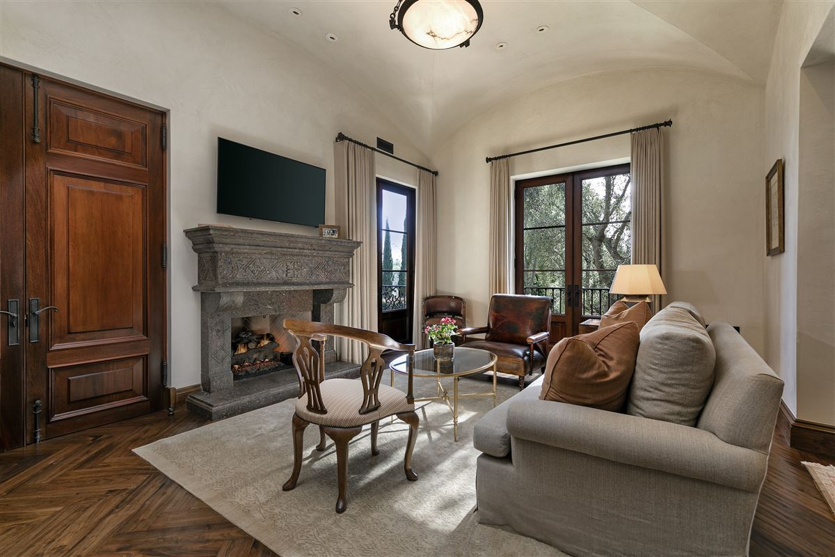 Luxury homes in The Mapleton Villa