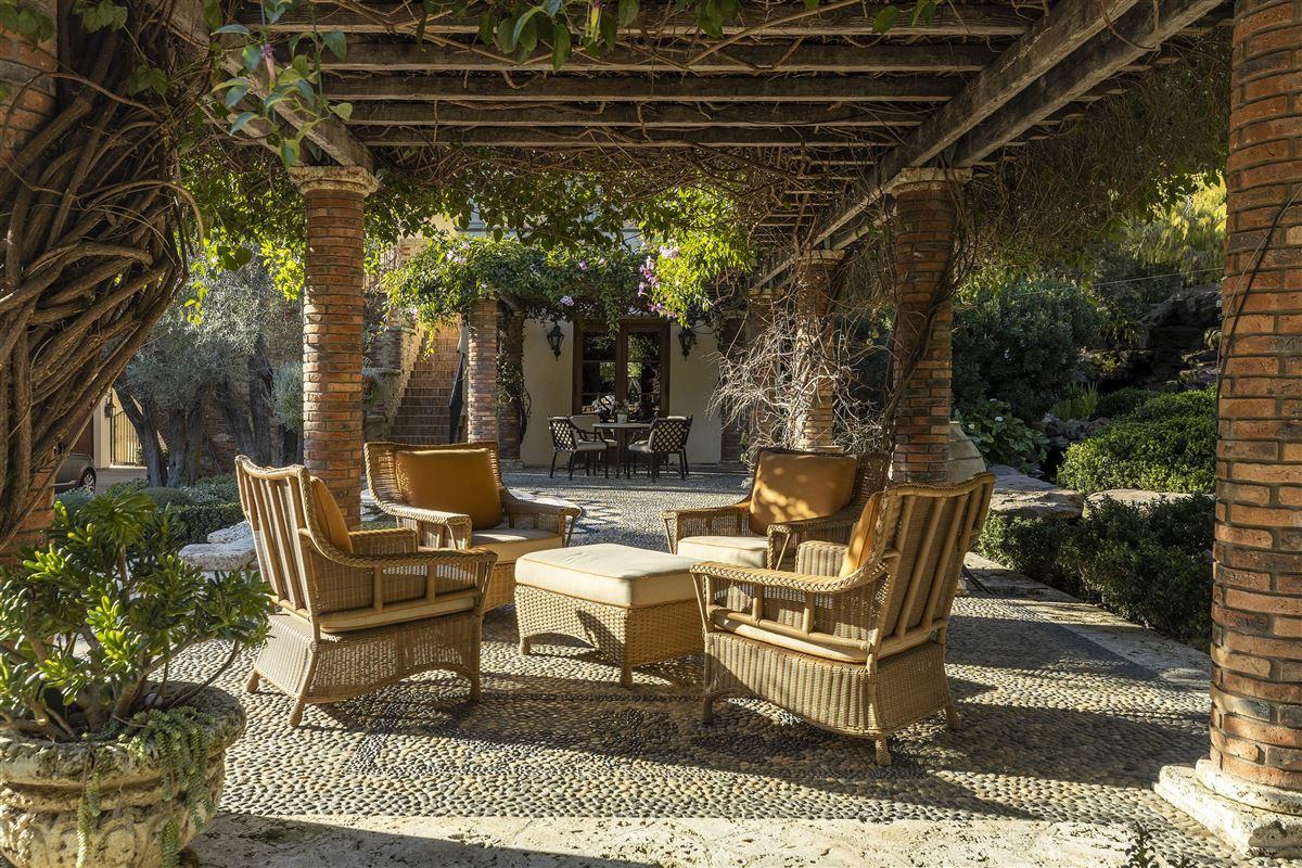 Luxury real estate The Mapleton Villa
