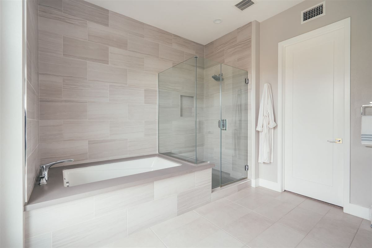 beautifully designed top floor single level condo at CLEO luxury real estate