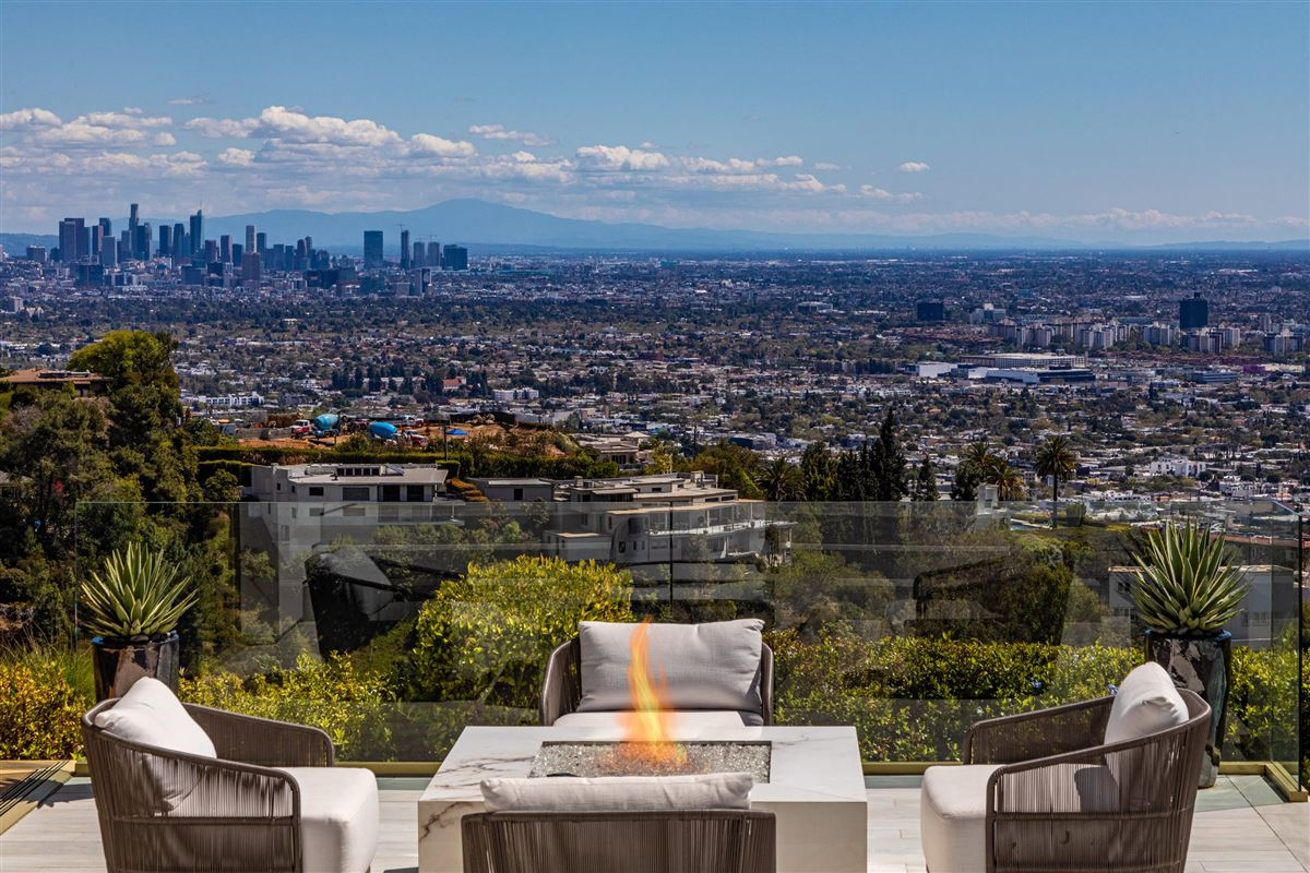 modern Shangri-La in Trousdale  luxury homes