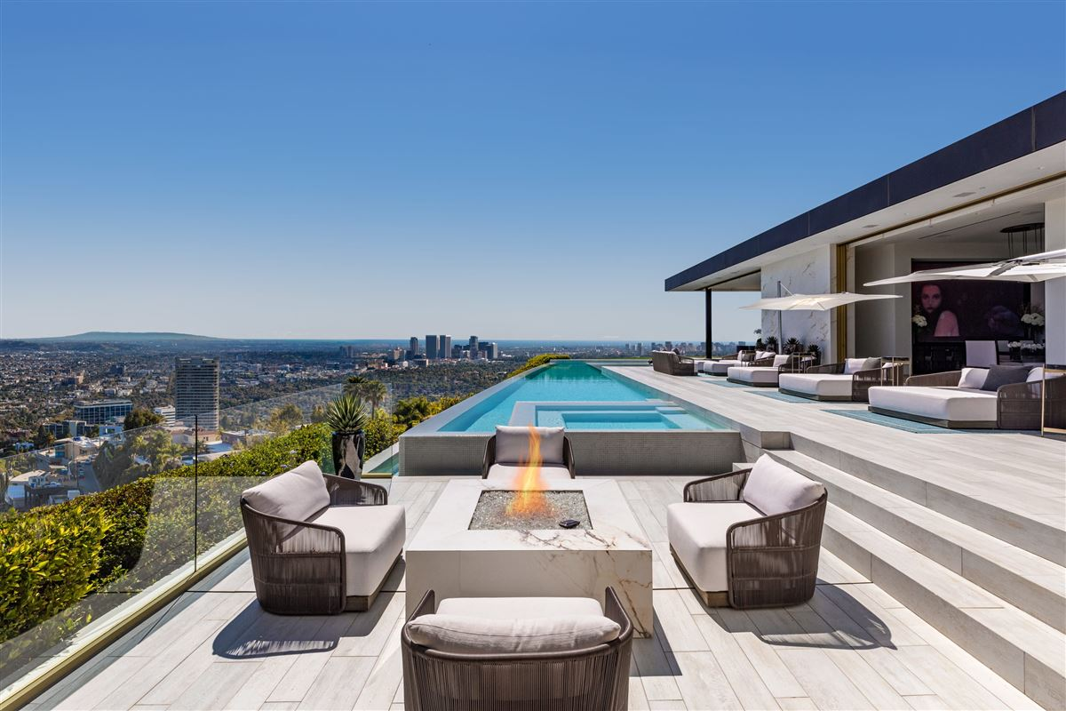 Luxury real estate modern Shangri-La in Trousdale