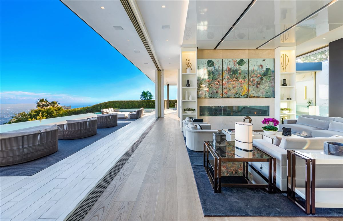 Luxury properties modern Shangri-La in Trousdale