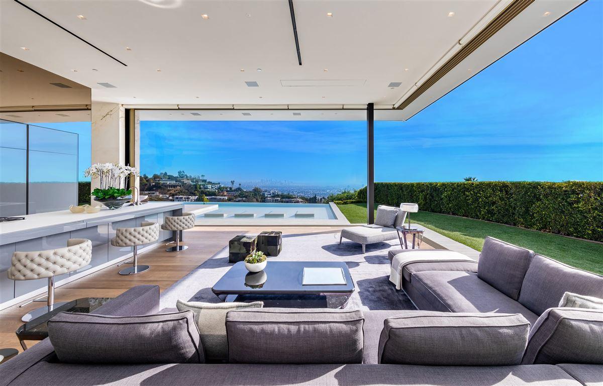 modern Shangri-La in Trousdale  mansions