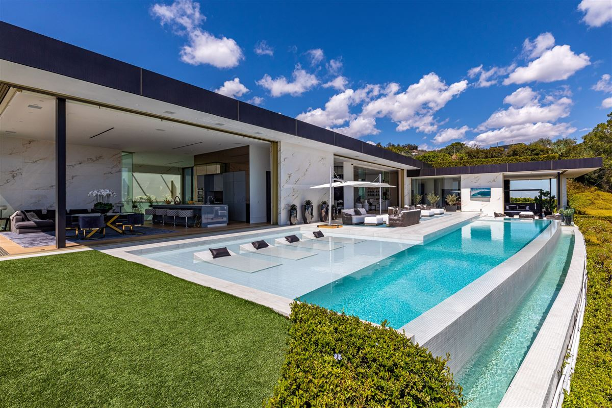 Luxury homes in modern Shangri-La in Trousdale