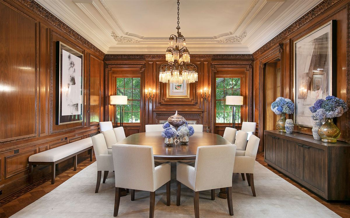 Luxury homes in 10 acres in the heart of Holmby Hills