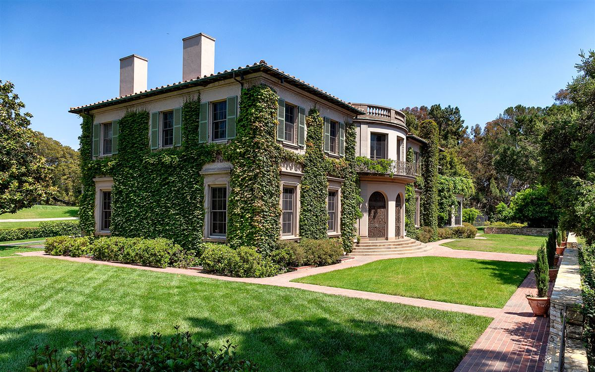 Luxury homes 10 acres in the heart of Holmby Hills