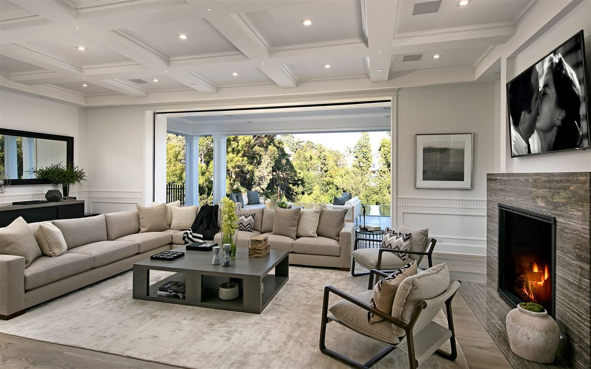 Luxury properties Exclusive East Coast Traditional Estate