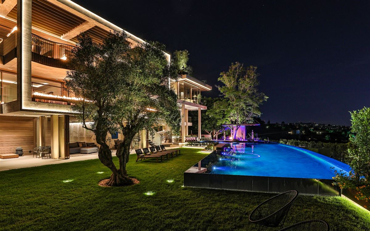Mansions an Extraordinary Property