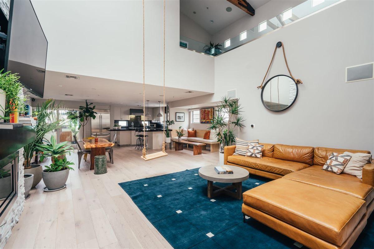 Luxury homes Live the Venice Beach lifestyle