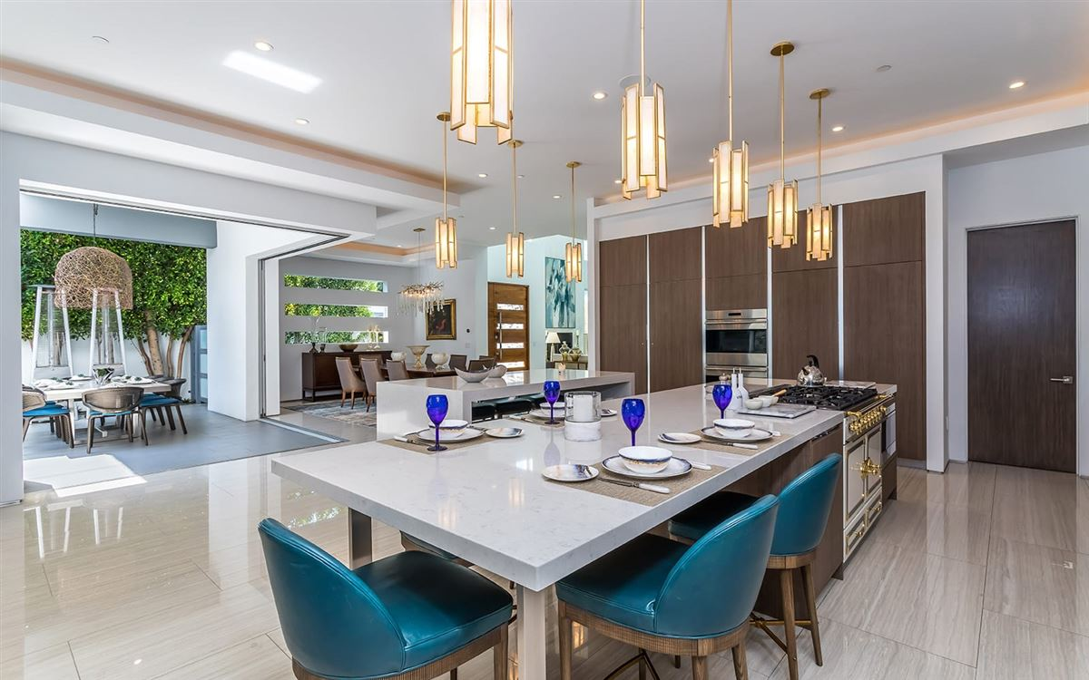 Luxury homes Completely and impeccably refreshed