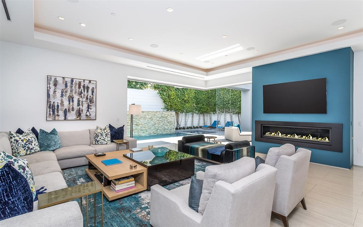 Luxury real estate Completely and impeccably refreshed