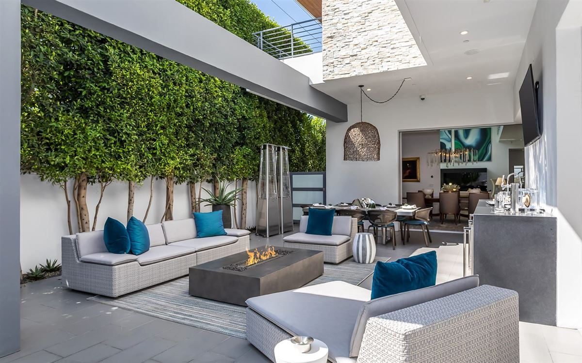 Luxury homes in Completely and impeccably refreshed