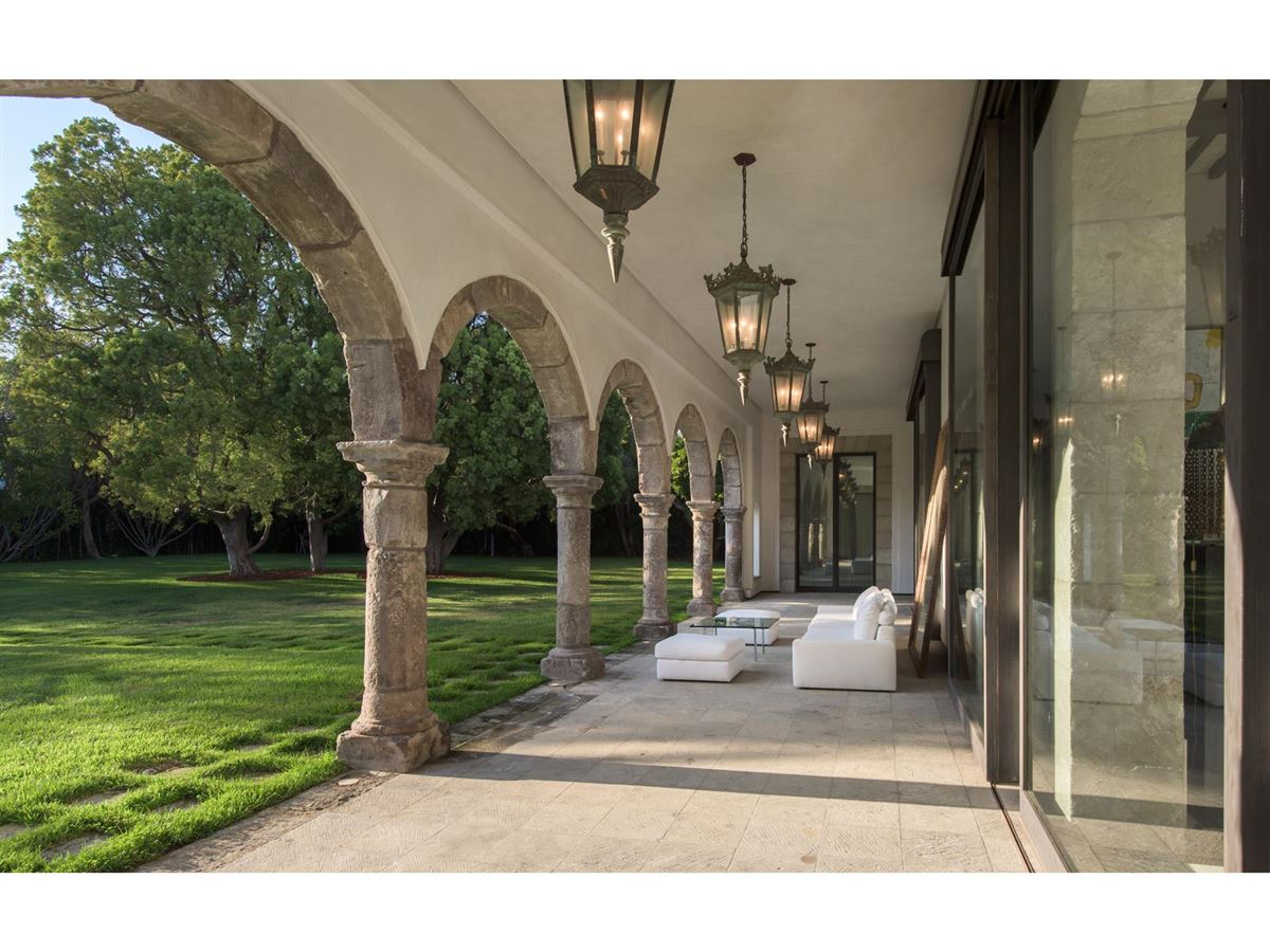 iconoclastic Holmby Hills compound luxury real estate