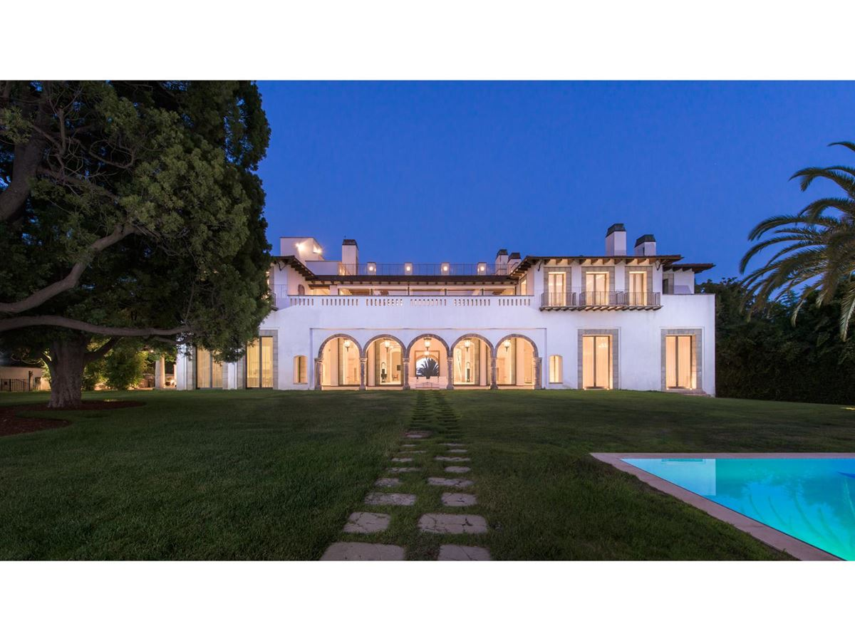 Luxury homes in iconoclastic Holmby Hills compound