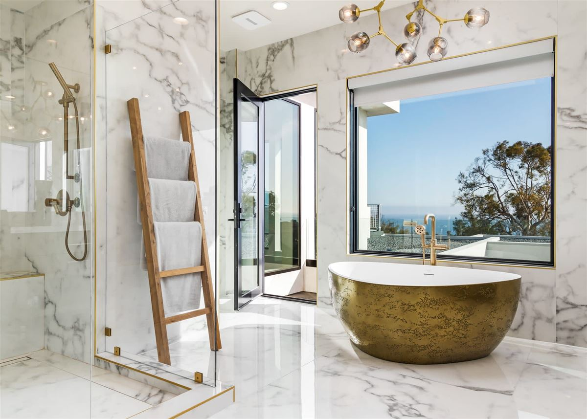 Mansions in finest newly-finished estate in malibu park