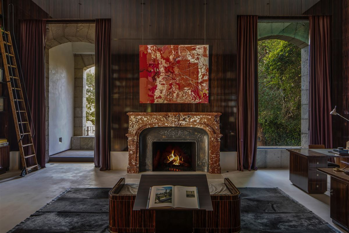 Luxury homes a work of art in Holmby Hills