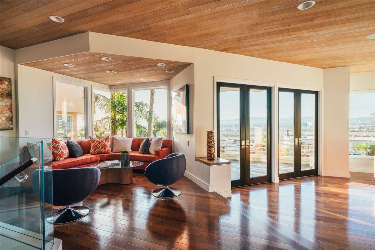 Luxury homes contemporary residence on the bluffs of Playa del Rey