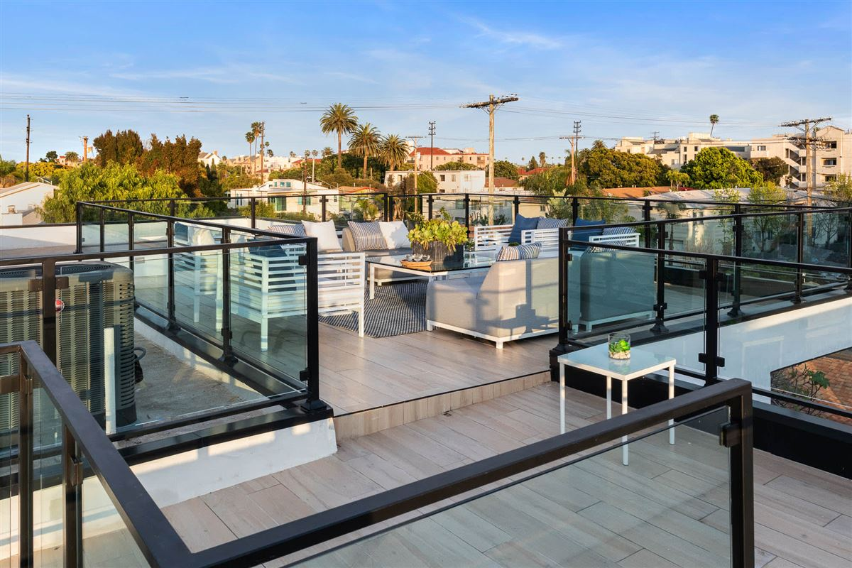 Luxury real estate Sleek modern NEW construction in Venice