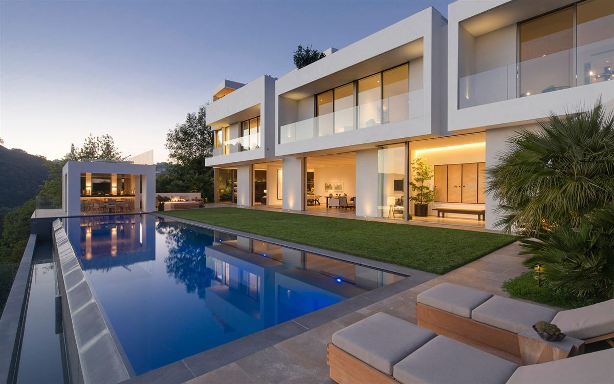 Luxury homes Iconic Architectural Statement