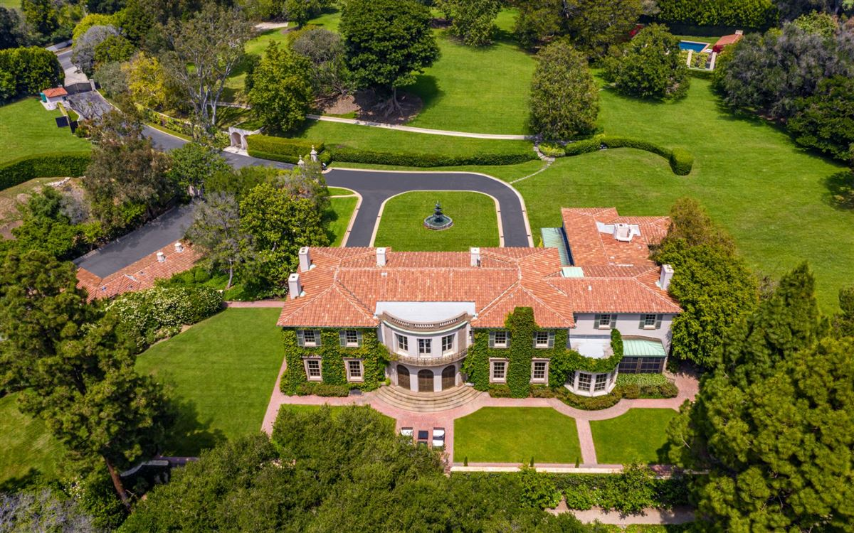 Luxury homes impressive, sprawling estate in Los Angeles