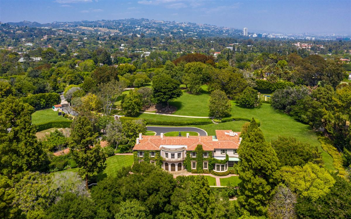 Luxury real estate impressive, sprawling estate in Los Angeles