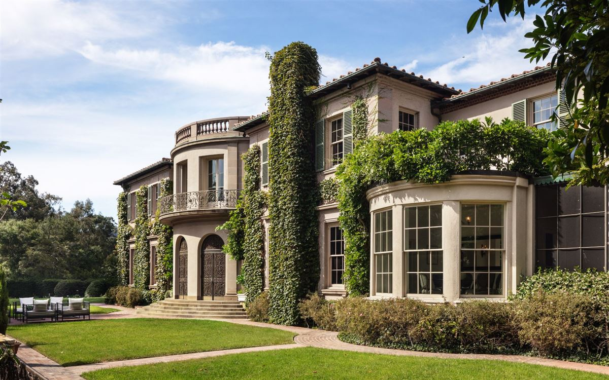impressive, sprawling estate in Los Angeles luxury real estate