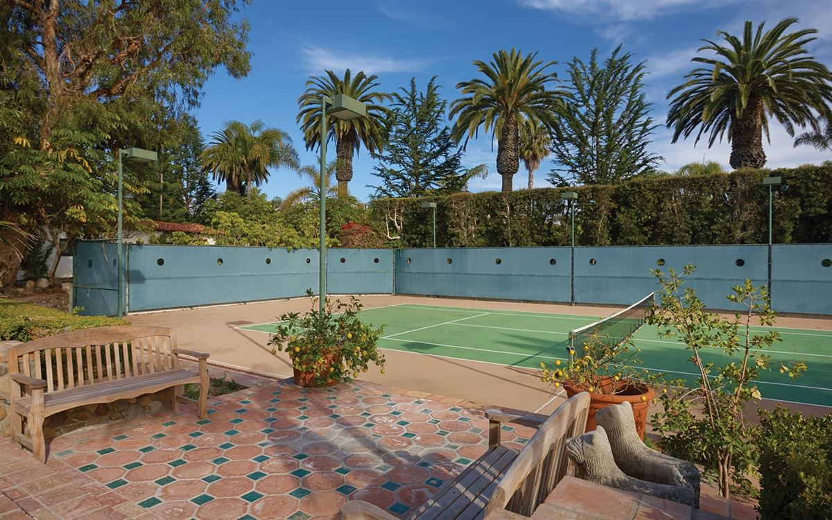 Luxury homes in La Casa Pacifica - oceanfront estate