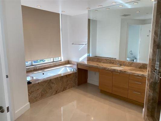 Luxury homes luxury living on Wilshire