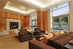luxury living on Wilshire luxury properties