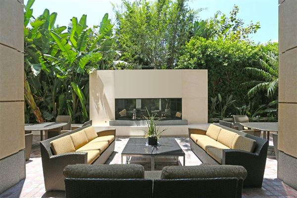 luxury living on Wilshire mansions