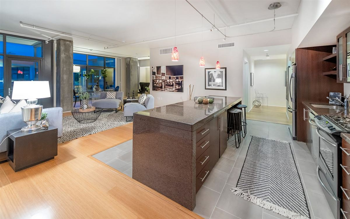 Luxury real estate bright corner unit with UNPARALLELED CITY VIEWS