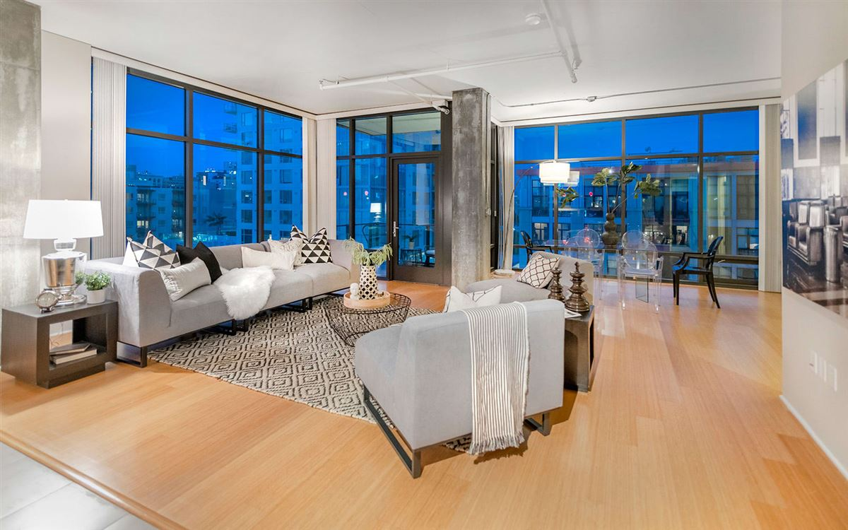 bright corner unit with UNPARALLELED CITY VIEWS luxury real estate