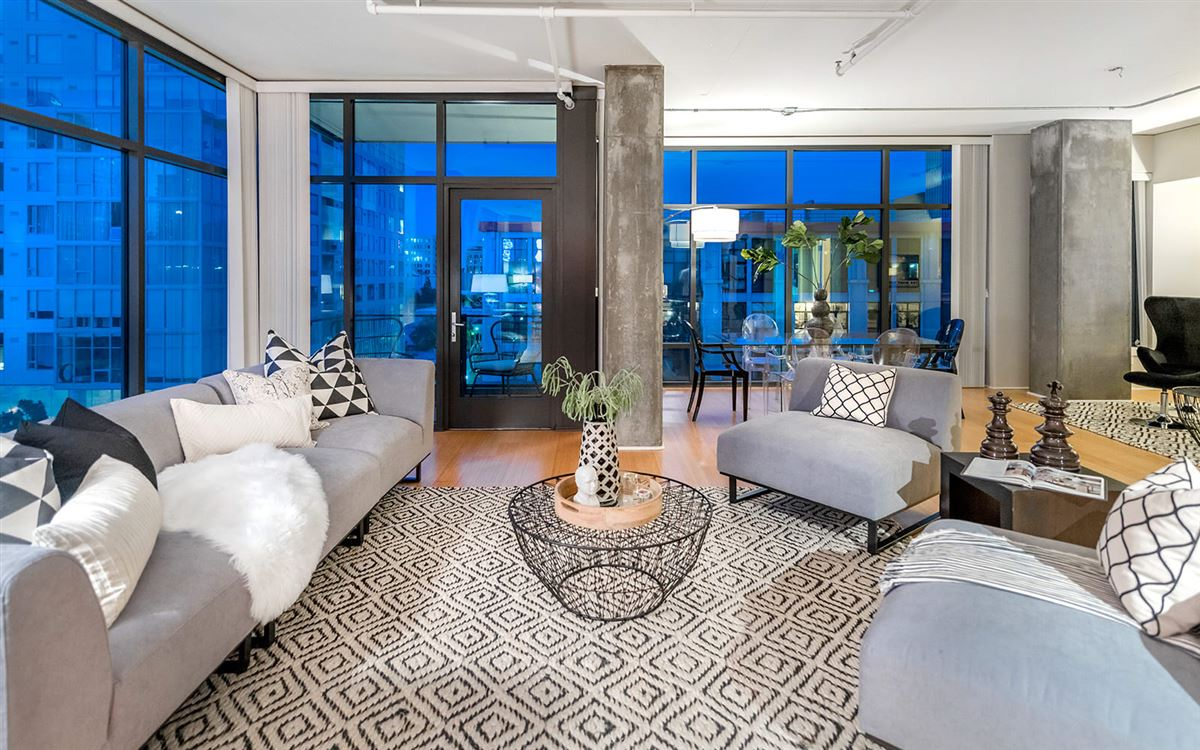 Luxury properties bright corner unit with UNPARALLELED CITY VIEWS