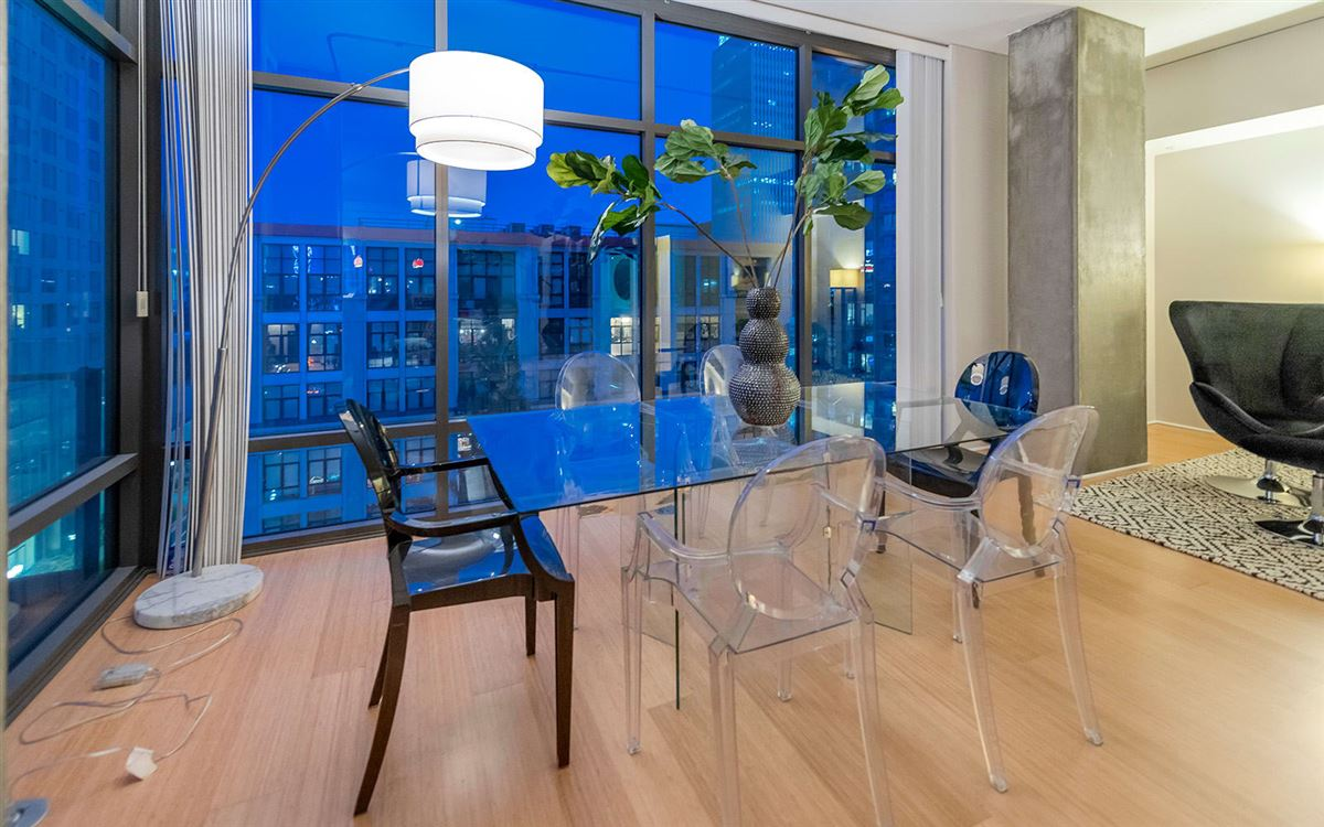 Mansions in bright corner unit with UNPARALLELED CITY VIEWS