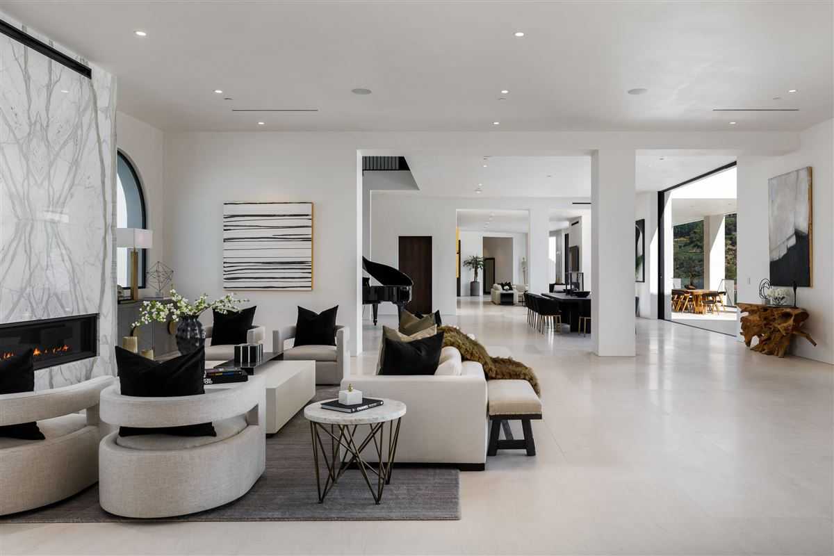 Luxury homes UNICA - a one-of-a-kind LA trophy estate