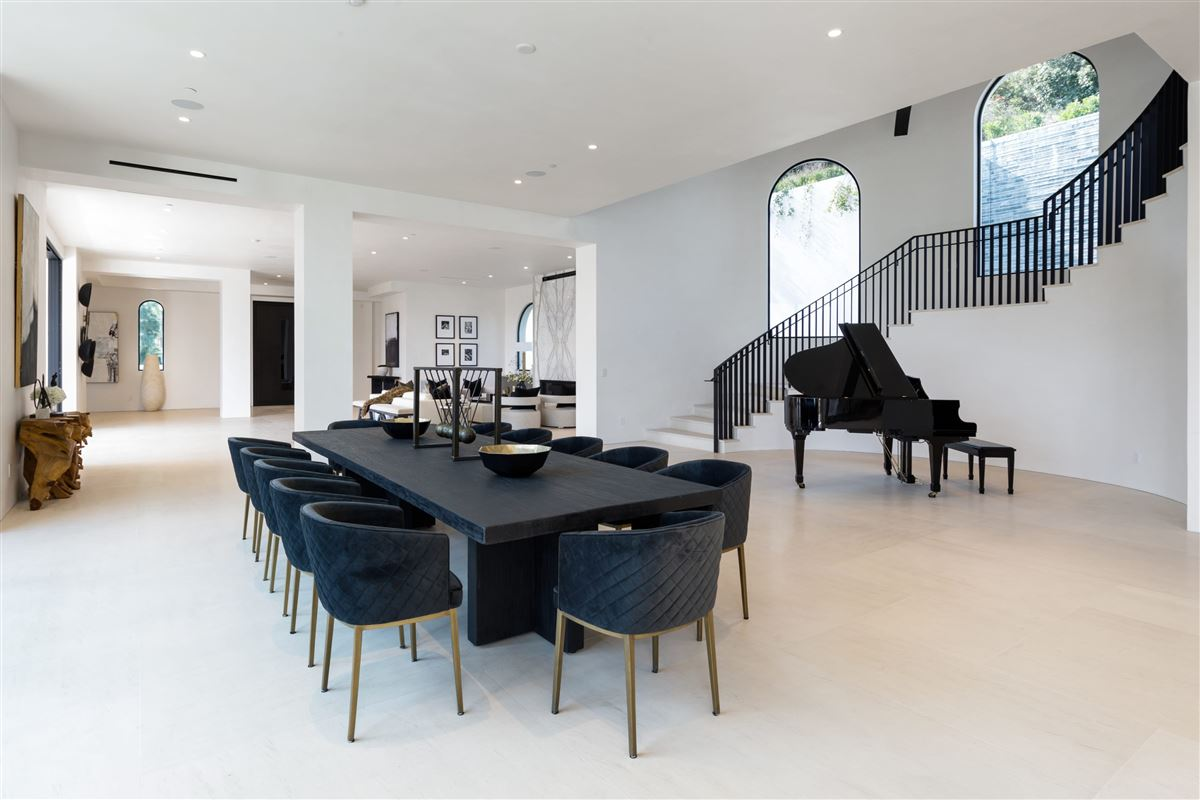 UNICA - a one-of-a-kind LA trophy estate luxury real estate