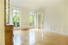 Mansions in beautifully renovated apartment